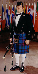Freddy the Piper in Gala-Uniform
